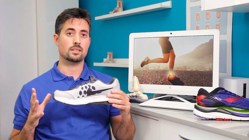 Carles Ruiz expliaxndo el análisis de calzado