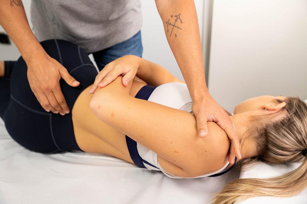 Sesión de osteopatía en Esportclínic